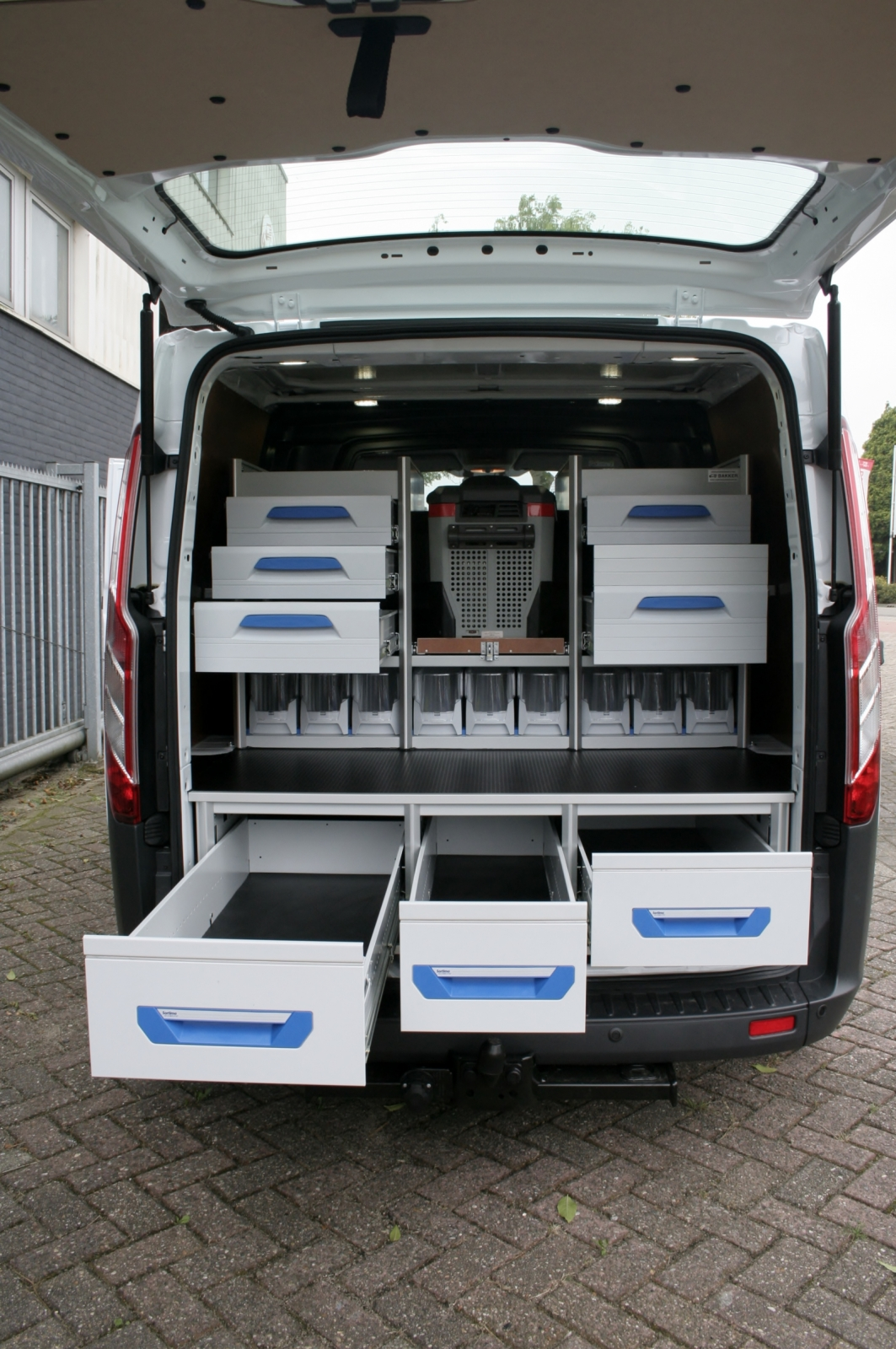 Fotogallery bedrijfswagen carrosserie bakker for Dimension interieur kangoo utilitaire